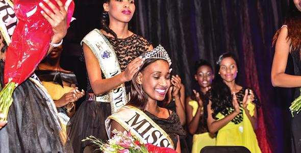 Mbali Nhlapo crowned Miss VUT FM 2015